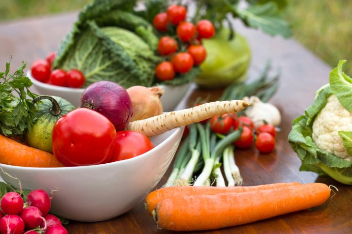 Eats_Vegetables_LeafyGreensTomatoes