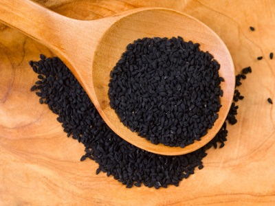 Black seed oil benefits and side effects. Miracle food or overhyped trend?